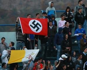 Kroatiska fans hyllar Vatikanstaten och nazismen